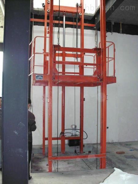 机青岛济南金万通机械制造有限公司液压升降货梯采用plc可编程控制器
