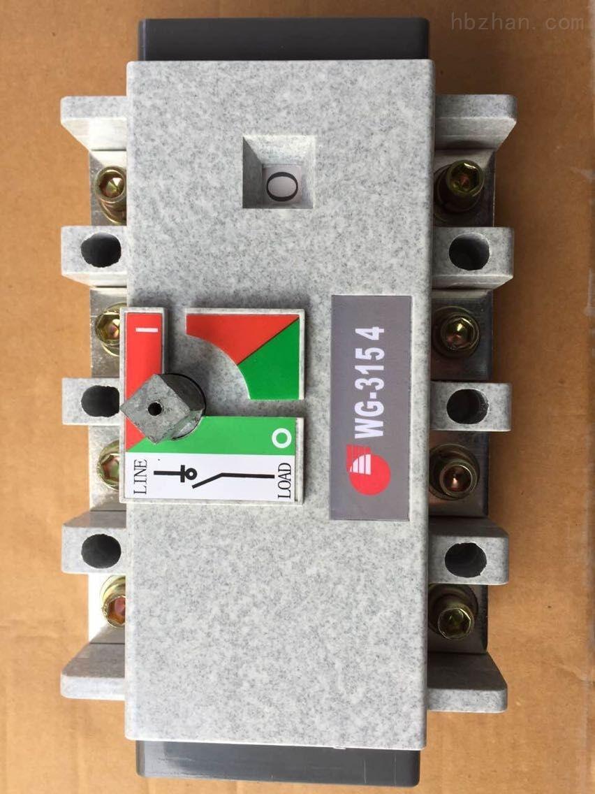 WG 负荷隔离开关的作用 负荷开关是由熔断器和隔离开关组合而成的,由隔离开关断开正常运行电流,由熔断器开断回路故障电流,所以,负荷开关对于电机有一定的保护作用。但是应当在负荷开关后面加上接触器,以作为电机回路的操作元件和过负荷及过流保护元件。不应当只是用负荷开关来操作回路,因为负荷开关不是允许频繁操作的元件,而且对于电机的保护也不全。 万高负荷隔离开关操作方式 直接操作:手柄直接安装在开关中间。 柜外操作:手柄安装在配电柜柜门外。 可配装两组铺助触点。 技术参数 WATSN-C65N WATSN-100