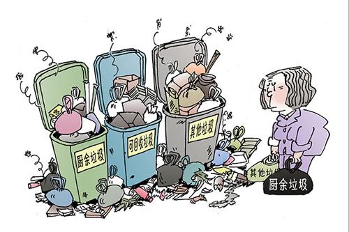 杭州城北,某住宅小区内,分类垃圾桶早已附上斑驳印痕.