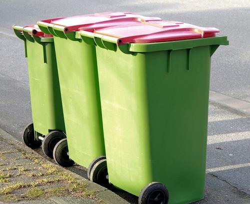 虽然名义上有3类:厨余垃圾,可回收物,其他垃圾,但实际上,市政环卫部